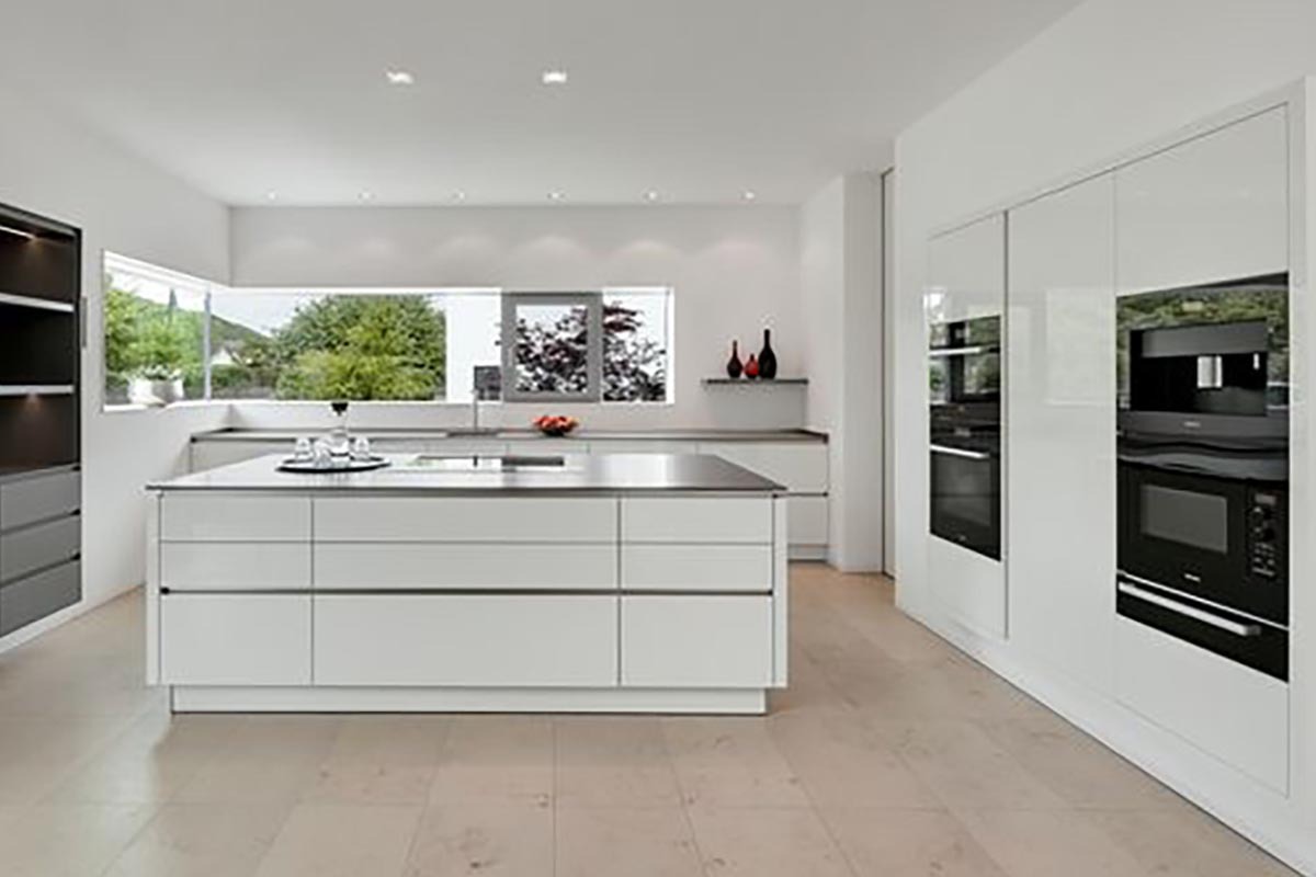 Weißes Küchendesign mit Kurttas Küchenstudio - Küchenstudio Kurttas ...